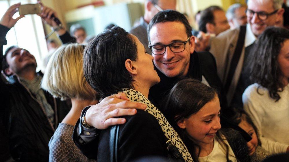 Théo Huguenin-Elie félicitant Katia Babey lors des élections communales en juin 2016.