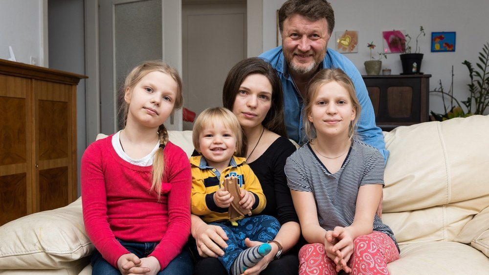 Yaroslav Ayvazov et Vira Korolova entourés de leurs enfants Alexandra, Andrei et Varvara (de gauche à droite).