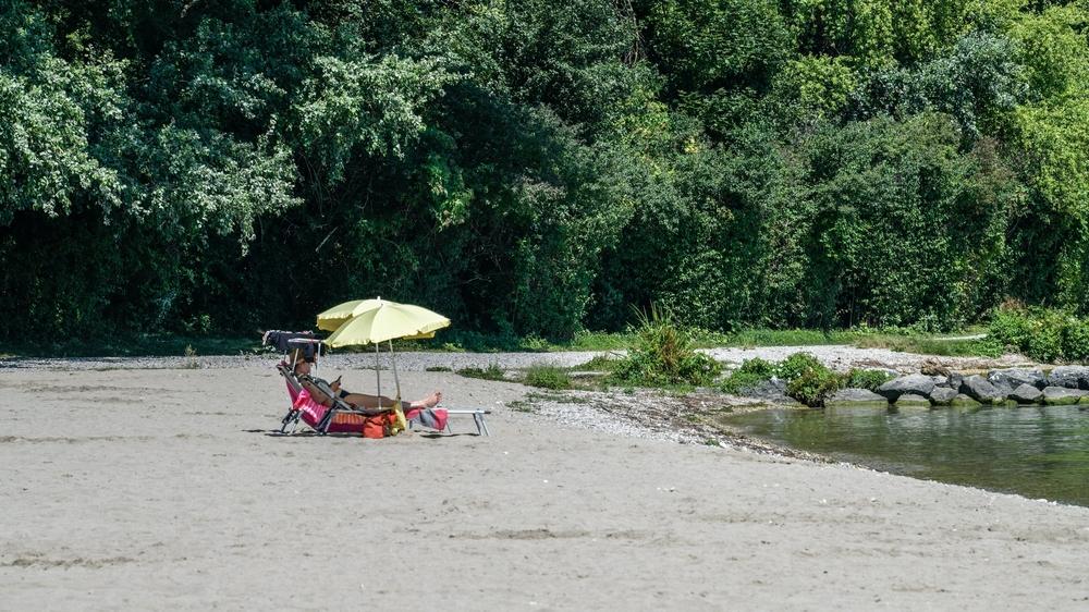 Le temps maussade de ce week-end a tenu les promeneurs de chiens et les baigneurs loin des plages du canton. Il a aussi créé des courants dans le lac, en le refroidissant un peu au passage.
