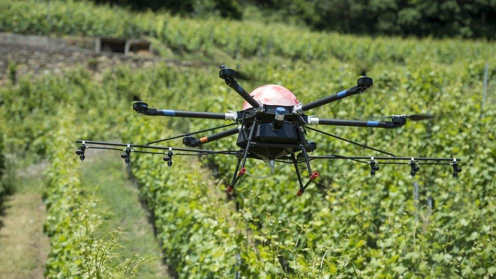 C'est un drone du même type qui a été présenté ce mercredi à Bevaix. Il est capable d'embarquer vingt litres de produits phytosanitaires (photo d'illustration).
