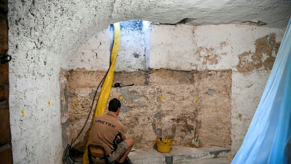 Compacter le terrain pour empêcher le bâti de s'affaisser, un chantier à découvrir ces jours au Locle.