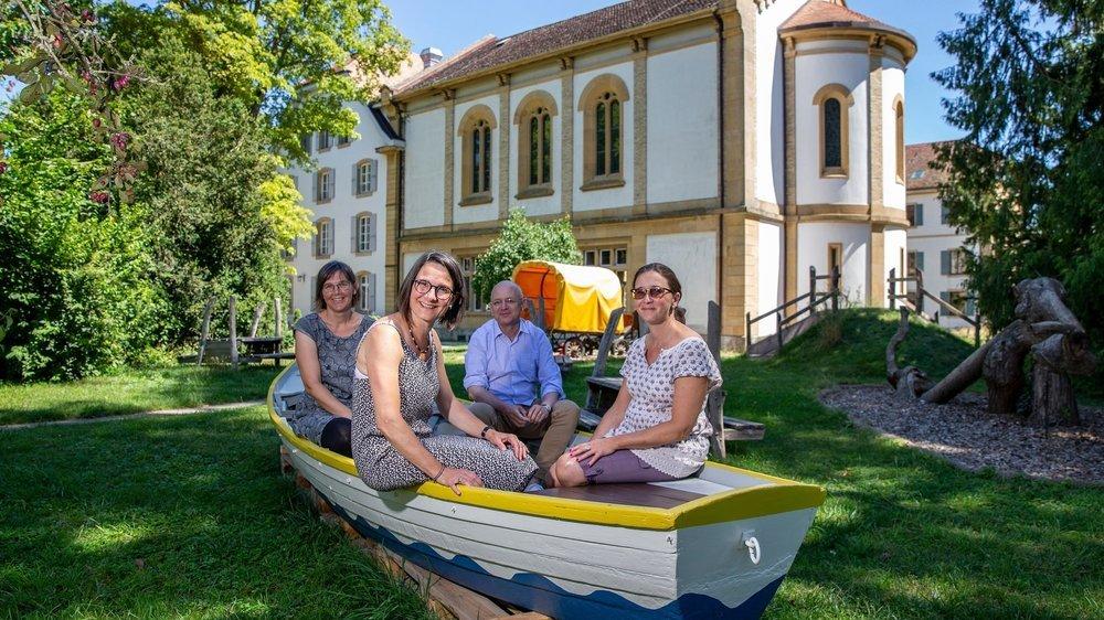 """Judith Reich, Barbara Weiss, Heiner Schubert et Franziska Dahinden (de g. à dr.) vivent au sein de la communauté Don Camillo, à Thielle. """"Nous sommes tous dans le même bateau!"""""""