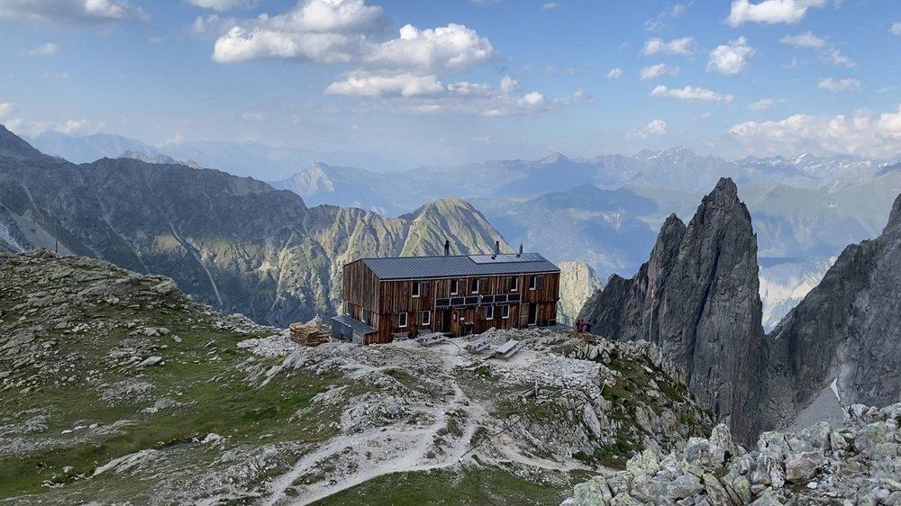 La méthode de construction, avec les planches posées à la verticale, ajoute un charme certain à la cabane de Saleinaz.