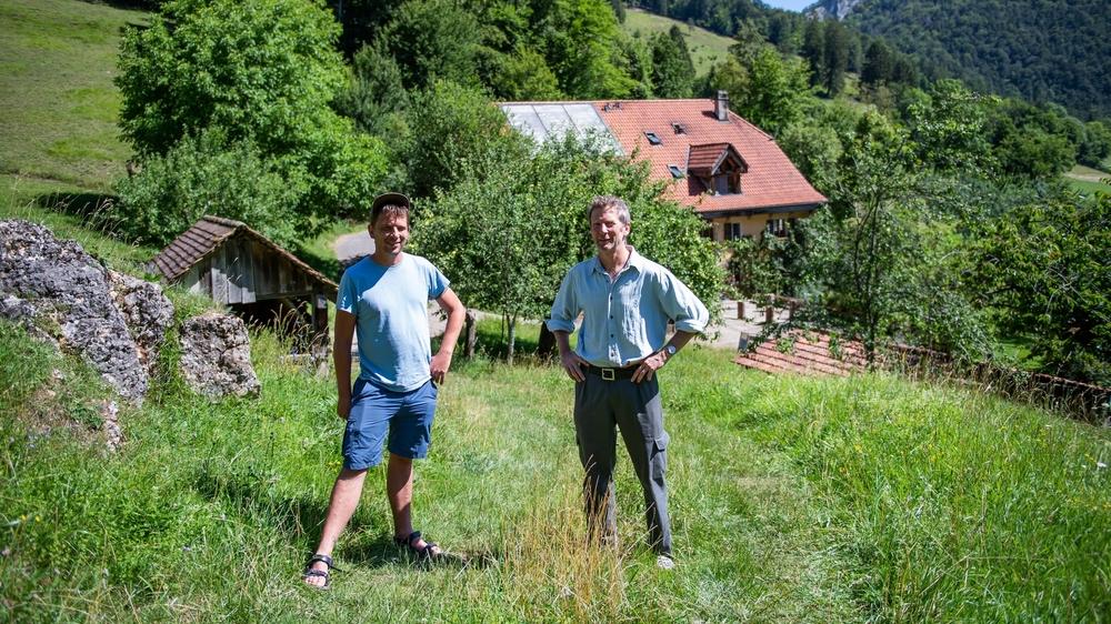 Camillo et Claude, deux membres de la communauté Longo Maï, à Undervelier, dans le Jura.