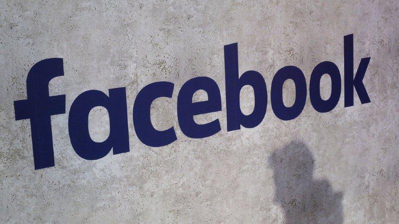 Médias: Facebook sévit contre les complotistes pro-Trump de QAnon