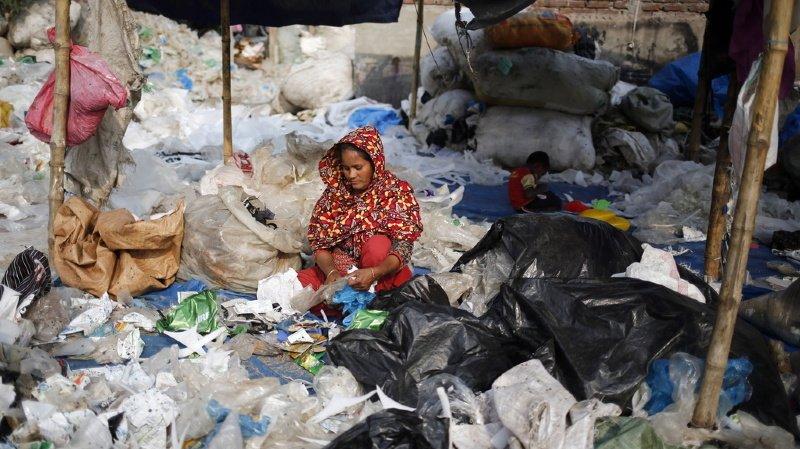 La quantité annuelle de déchets produits par des navires et les pays environnants qui flotte dans le golfe du Bengale représente habituellement quelque 26 tonnes (illustration).
