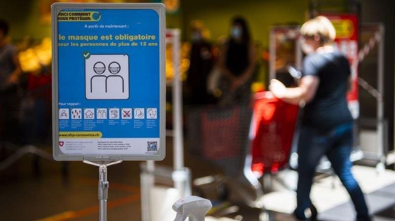 Coronavirus: les épiceries Caritas distribuent gratuitement des masques aux personnes défavorisées