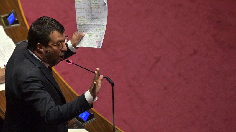 Le chef de la Ligue (parti d'extrême-droite italien), Matteo Salvini, risque d'avoir quelques ennuis avec la justice palermitaine pour son refus de voir des migrants débarquer d'un navire de sauvetage.