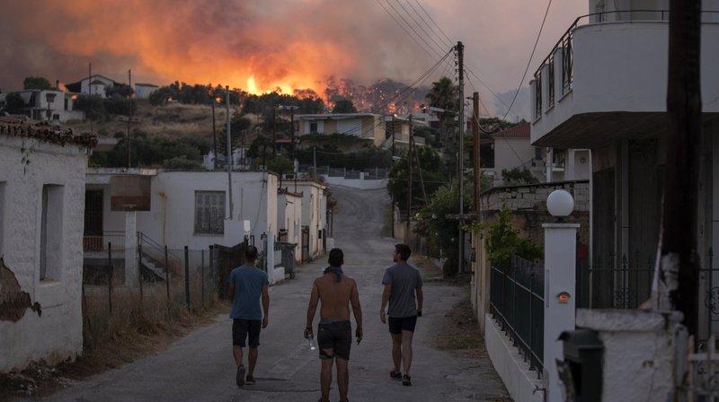 Grèce: l'incendie près de Corinthe a été circonscrit