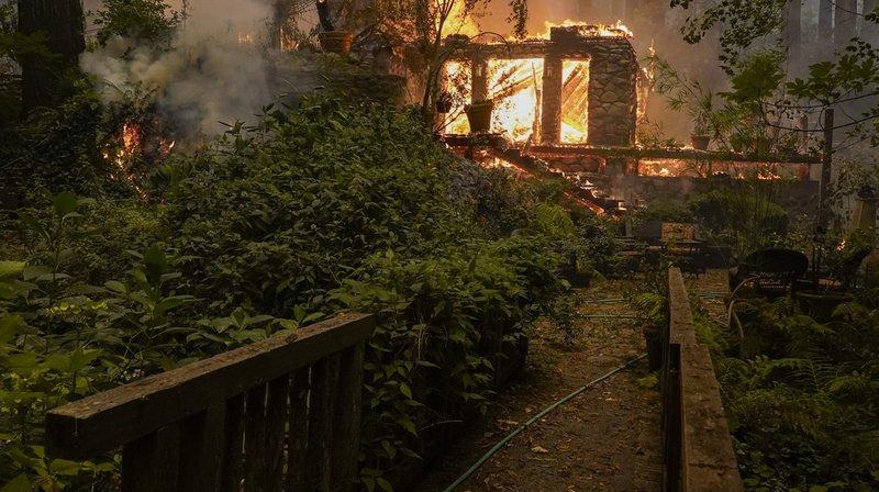 Etats-Unis: des milliers de personnes évacuées en Californie qui vit l'un de ses pires incendies