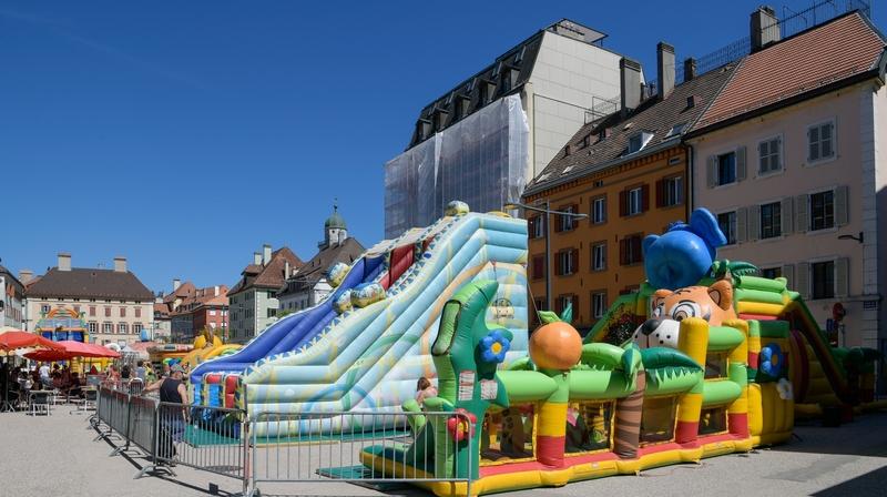 La Chaux-de-Fonds: gonflé à bloc, Peppi envahit la place du Marché