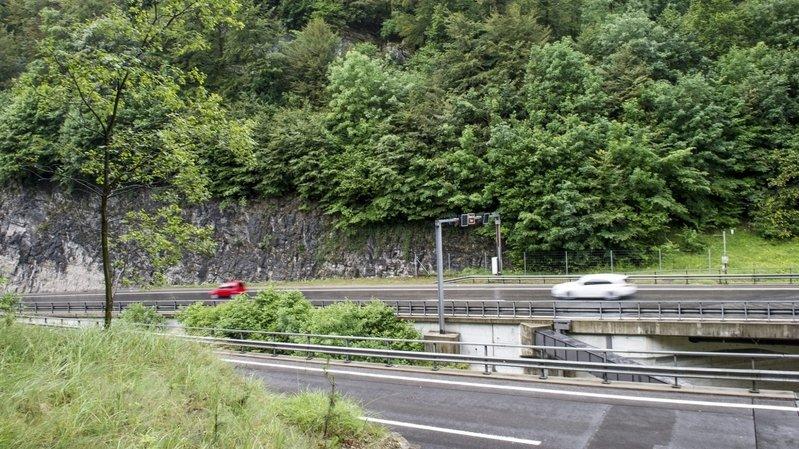 Gorges du Seyon: un motard chute dans une courbe et se blesse