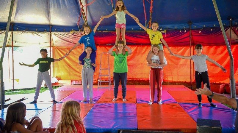 Des petits Bernois font leur cirque aux Verrières