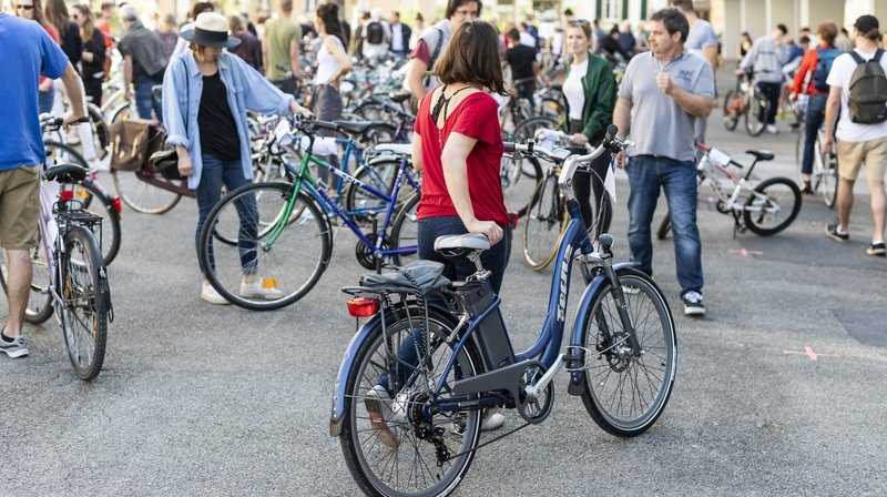 En avril 2018, la bourse aux vélos attirait déjà la foule au collège de la Promenade à Neuchâtel.