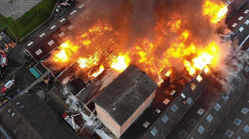 Bâle-Campagne: un feu ravage plusieurs halles industrielles à Laufon