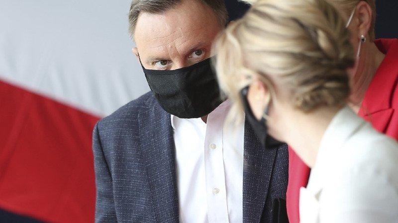 Pologne: le conservateur sortant Duda et son opposant au coude à coude