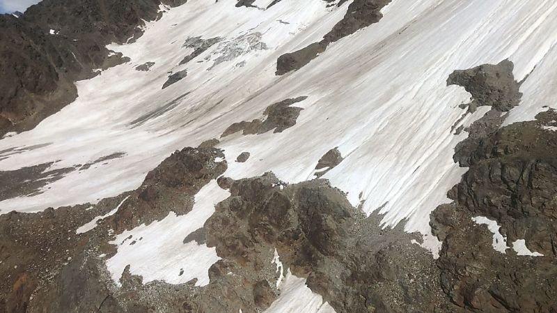 Le lieu du drame se situe dans un secteur escarpé du Gletscherspitze, un sommet qui culmine à 3000 mètres au-dessus de la commune de Blatten.