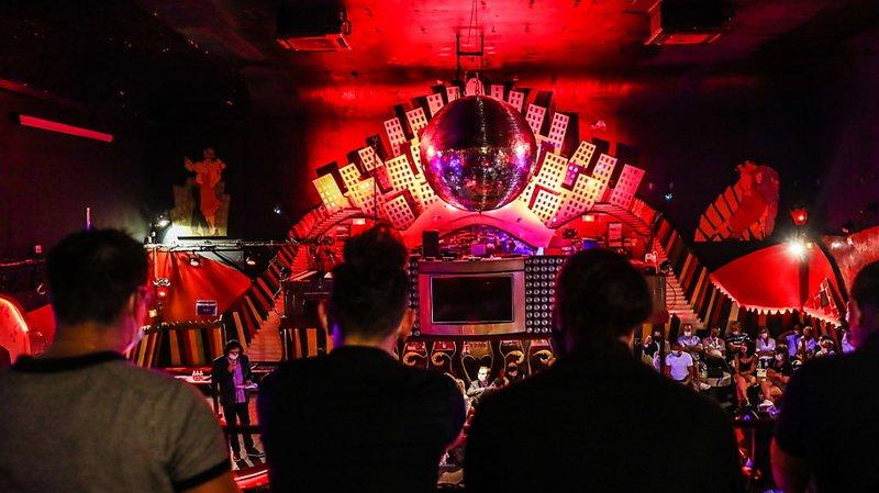 """Les nightclubs, notamment, sont """"des amplificateurs de la transmission du virus"""", selon l'OMS (illustration)."""
