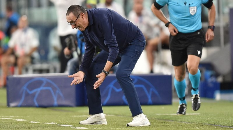 L'entraîneur de la Juventus Maurizio Sarri a beau gesticuler, ses joueurs se feront éliminer par Lyon.