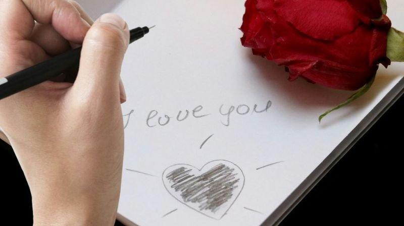 Aux amoureux séparés restent pour certains les échanges épistolaires romantiques.