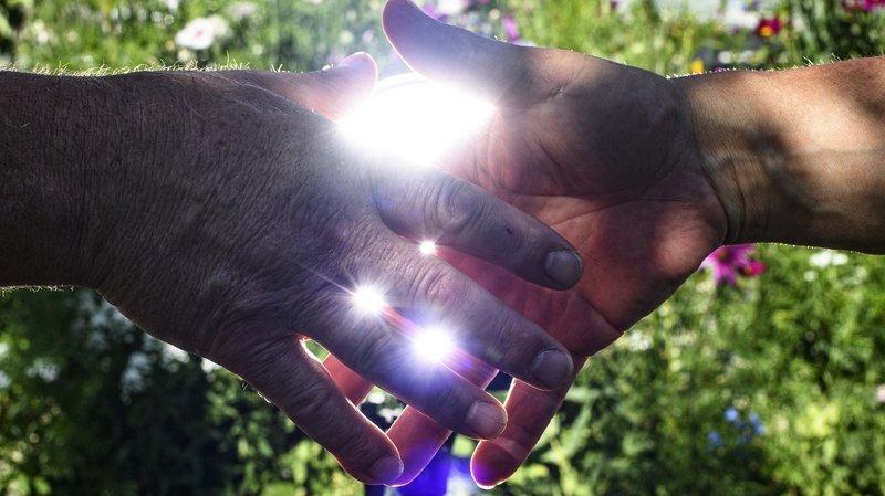 La poignée de main, cet indispensable test de confiance