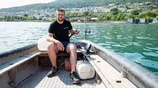 Ne pouvant vivre de sa passion, un jeune pêcheur d'Hauterive doit se reconvertir