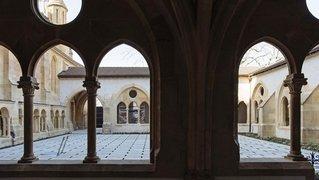 Neuchâtel: les cloîtres médiévaux et leur histoire décortiqués dans une exposition à la collégiale