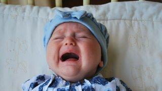 Les bébés qui pleurent de façon excessive sont plus sensibles à certaines odeurs