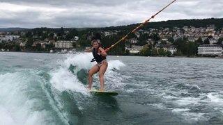 Notre journaliste Vicky Huguelet a testé le wakesurf
