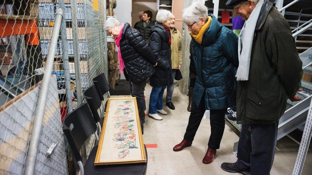 Un des dépôts du Musée d'ethnographie à Serrières, lors d'une journée portes ouvertes en février 2016.