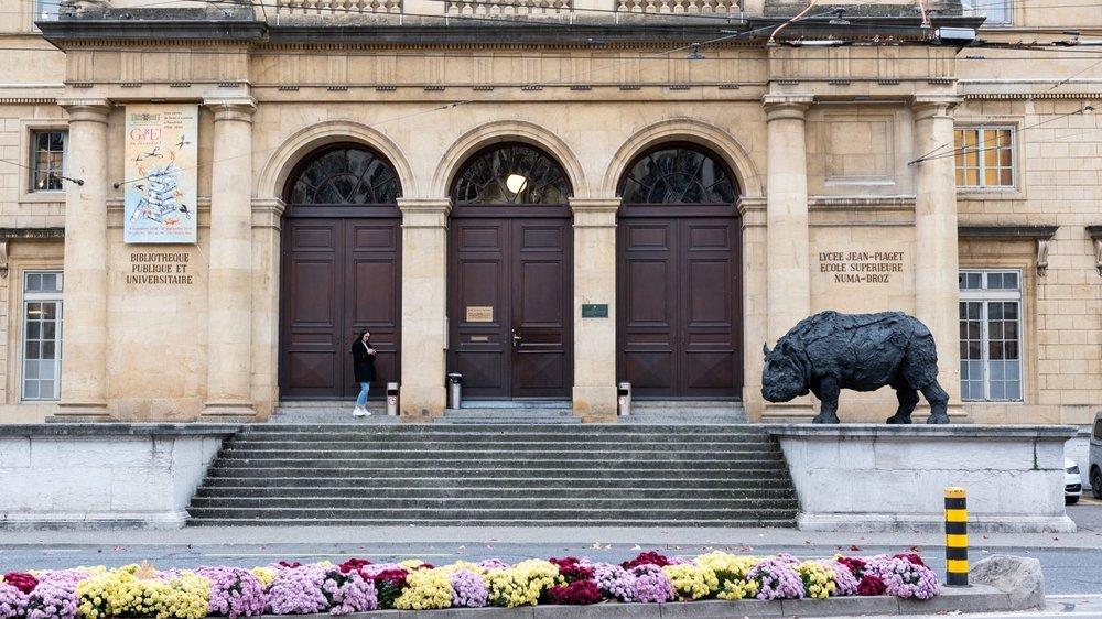 L'entrée nord du Collège latin, place Numa-Droz.