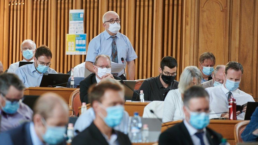 Dans les rangs masqués du Grand Conseil, la menace de référendum contre la loi sur l'énergie brandie par la droite a payé.