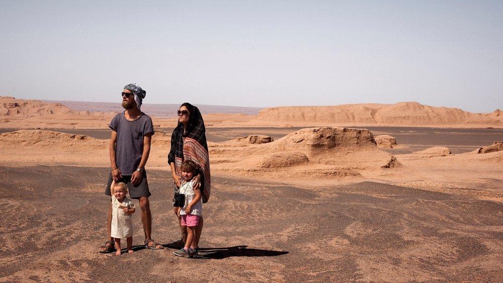 Quand le coronavirus a débarqué en Iran en février dernier, François, Patricia, Helio et Candela (en bas à droite) se sont réfugiés dans la quiétude du désert de Lout.