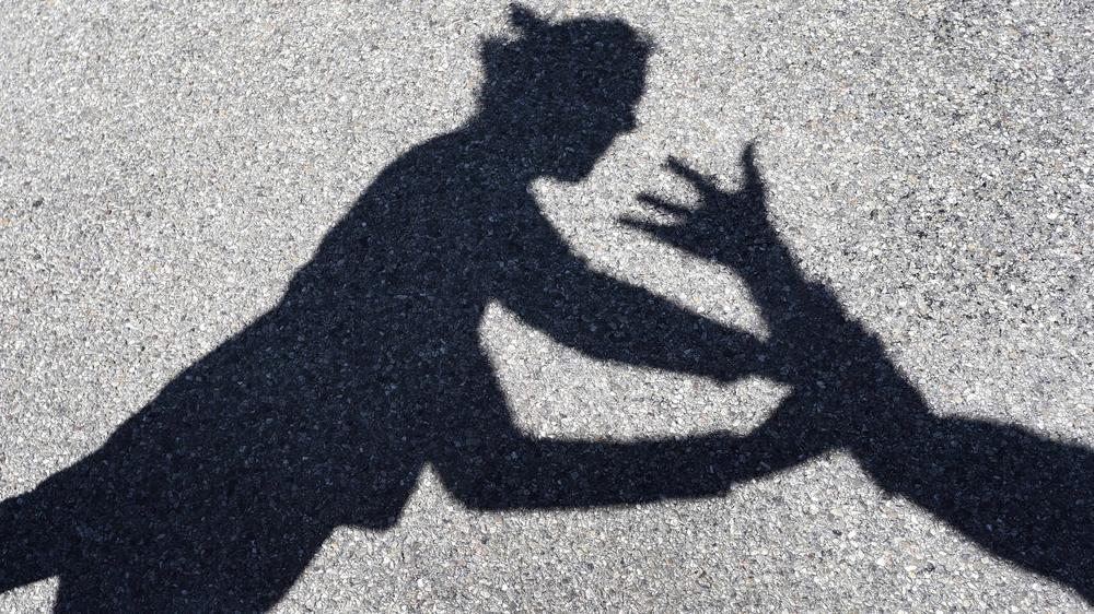 Gifles, bras tordus, coup de poing... le prévenu s'en prenait régulièrement à son épouse, indique l'acte d'accusation (image d'illustration).