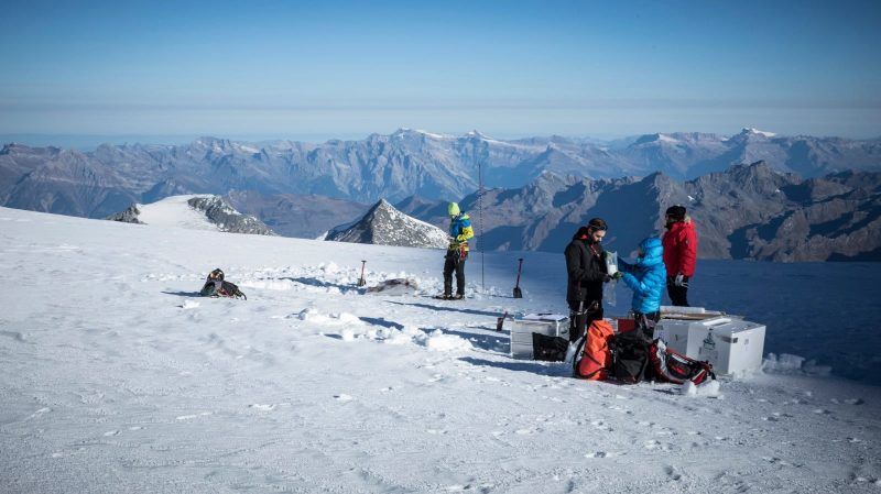 A 4100 mètres d'altitude, une équipe de huit personnes se chargera d'extraire trois carottes de glace parallèle.