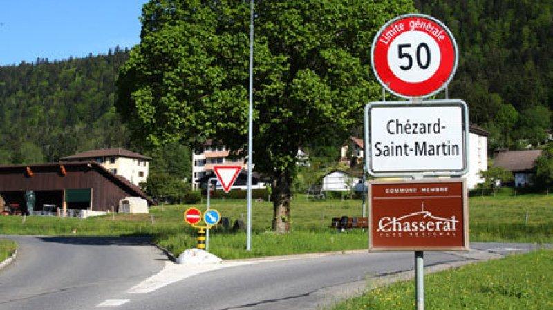 Un jeune automobiliste de Chézard a été blessé dans un accident de la circulation dans la nuit de samedi à dimanche.