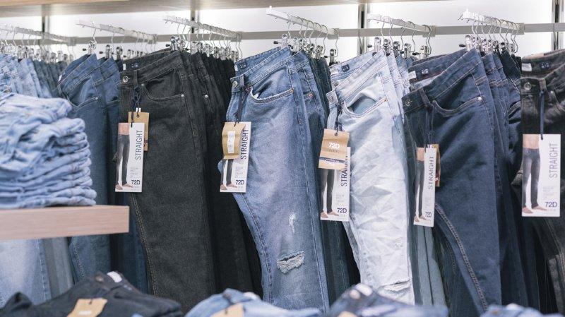 Environnement: les vêtements en jeans polluent les océans
