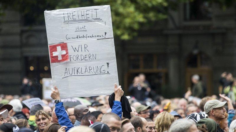 """Plus d'un millier de corona-sceptiques se sont rassemblés le 29 août à Zurich pour demander notamment """"un retour à la liberté""""."""
