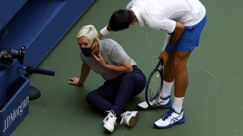 Djokovic disqualifié pour avoir touché une juge de ligne — US Open