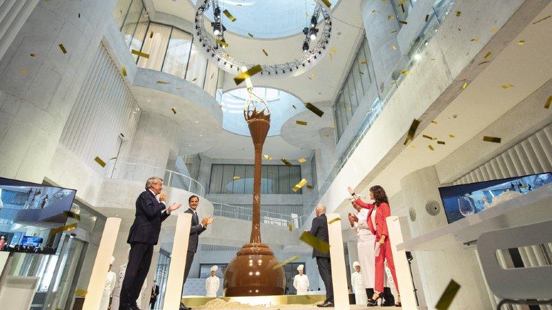 Zurich: Lindt & Sprüngli dévoile une fontaine de chocolat de 9 mètres, inaugurée par Federer