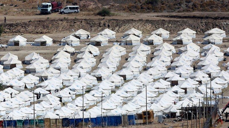 Grèce: le nouveau camp ouvre ses portes mais les migrants sont réticents
