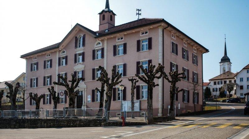 Les Breuleux, ici la maison de commune, fusionneront le 1er janvier 2023 avec La Chaux-des-Breuleux.