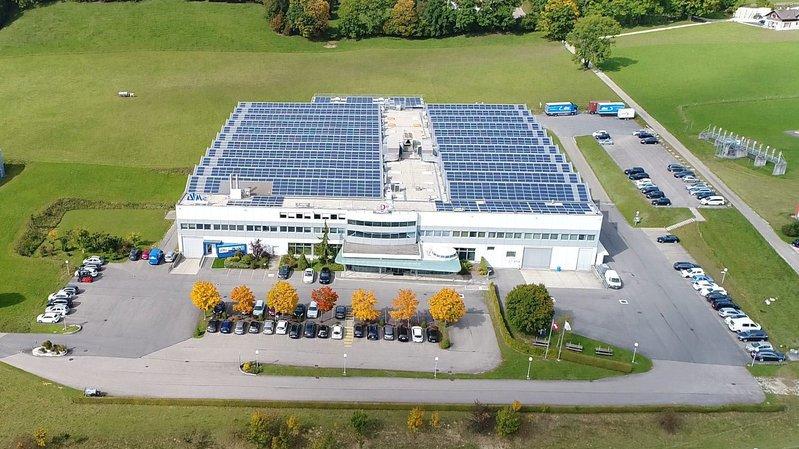 Une des plus grandes centrales photovoltaïques des Montagnes neuchâteloises, sur le toit des entreprises NID (anciennement Nagra ID) et ATM.