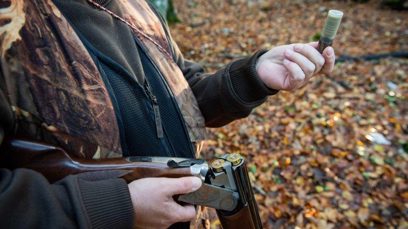 Les chasseurs neuchâtelois déposent plainte pour arrachage d'affiches