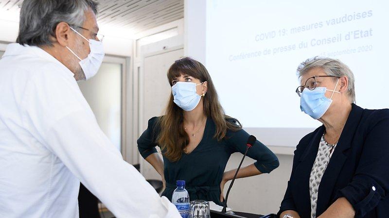 Les conseillères d'Etat Rebecca Ruiz et Béatrice Metraux, accompagnées du médecin cantonal Karim Boubaker, ont présenté les nouvelles mesures vaudoises de lutte contre le coronavirus.