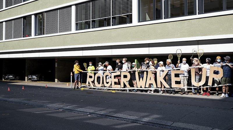 Des manifestants demandent à Roger Federer de s'engager pour le climat