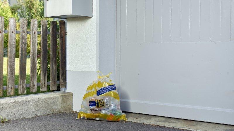La Poste récupère les bouteilles en PET devant la maison dans toute la Suisse