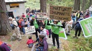 200 personnes rendent hommage aux glaciers disparus à Trient (VS)
