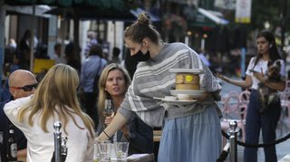 Coronavirus: les pubs, bars et restaurants fermeront plus tôt en Angleterre