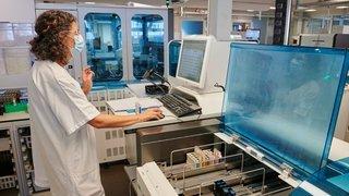 Coronavirus: les laboratoires croulent sous les demandes de tests de dépistage